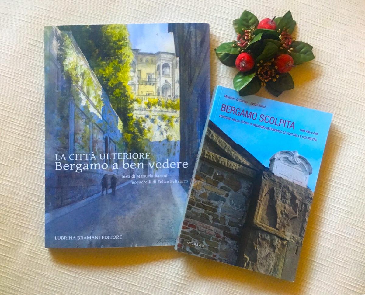 Visitare Città Alta con due libri in mano: Bergamo a ben vedere, la città ulteriore e Bergamo scolpita